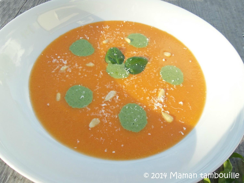 Velouté de tomates et sa crème de roquette