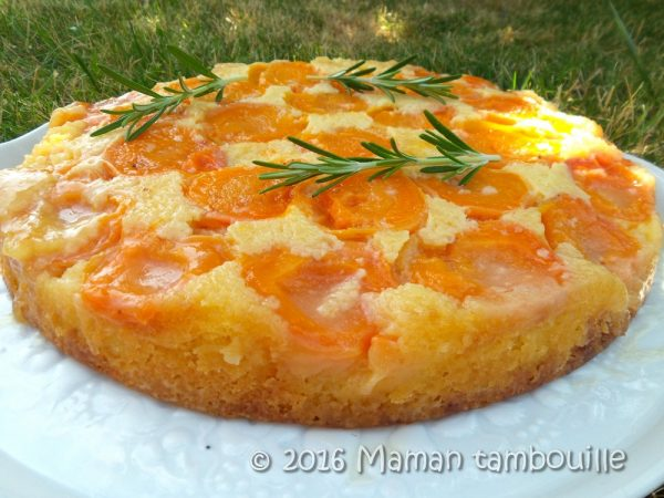 Gâteau renversé aux abricots romarin