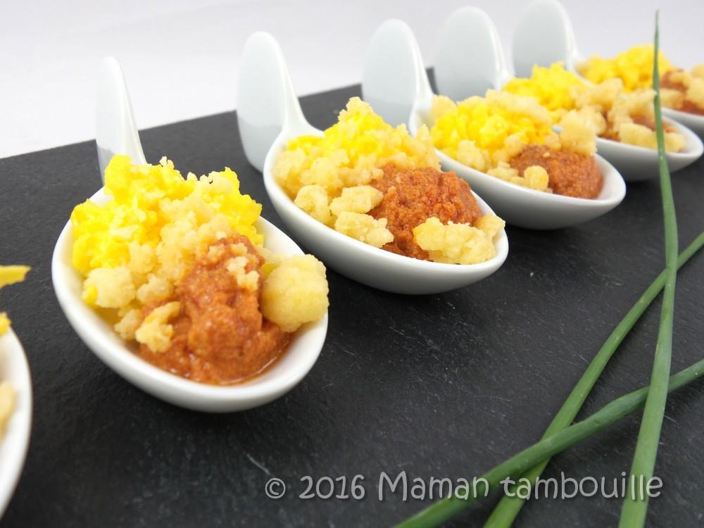 Cuillères œufs, crème de poivron et crumble de parmesan