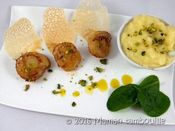 Saint Jacques, purée pistachée et tuiles de pain