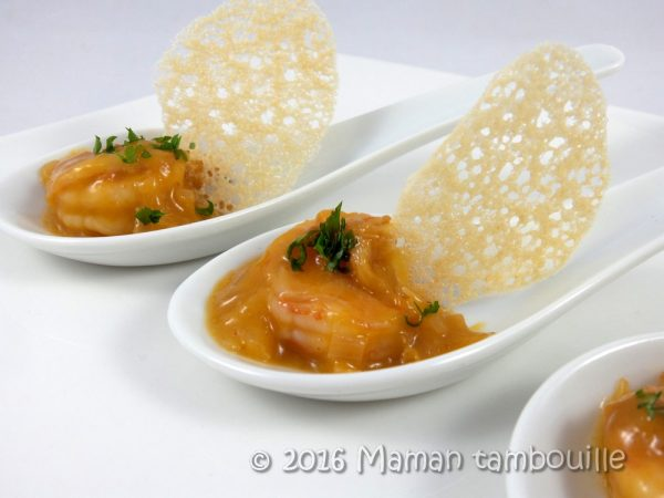 Cuillères de crevettes à l'orange et tuile de pain