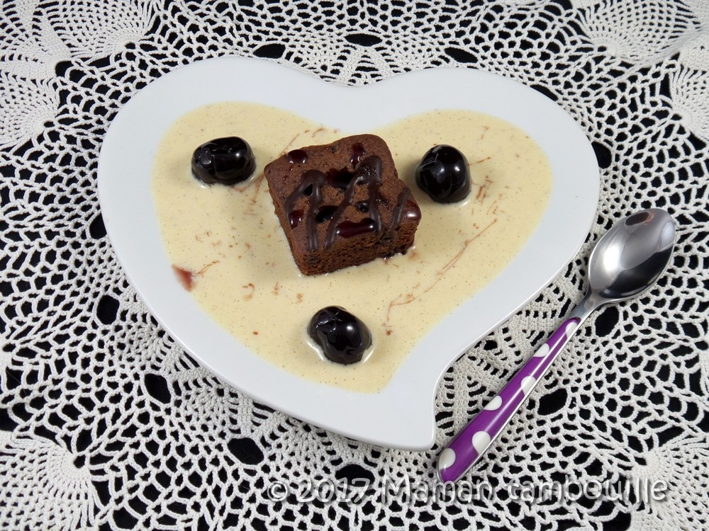 You are currently viewing Crème anglaise cerises amarena et brownie