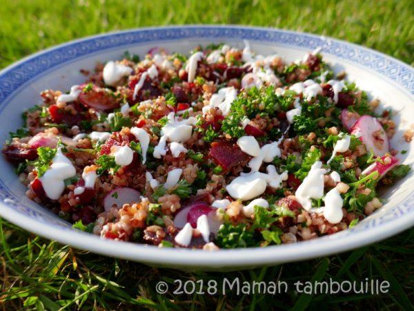 Salade de quinoa, betterave et crème de chèvre aux noix