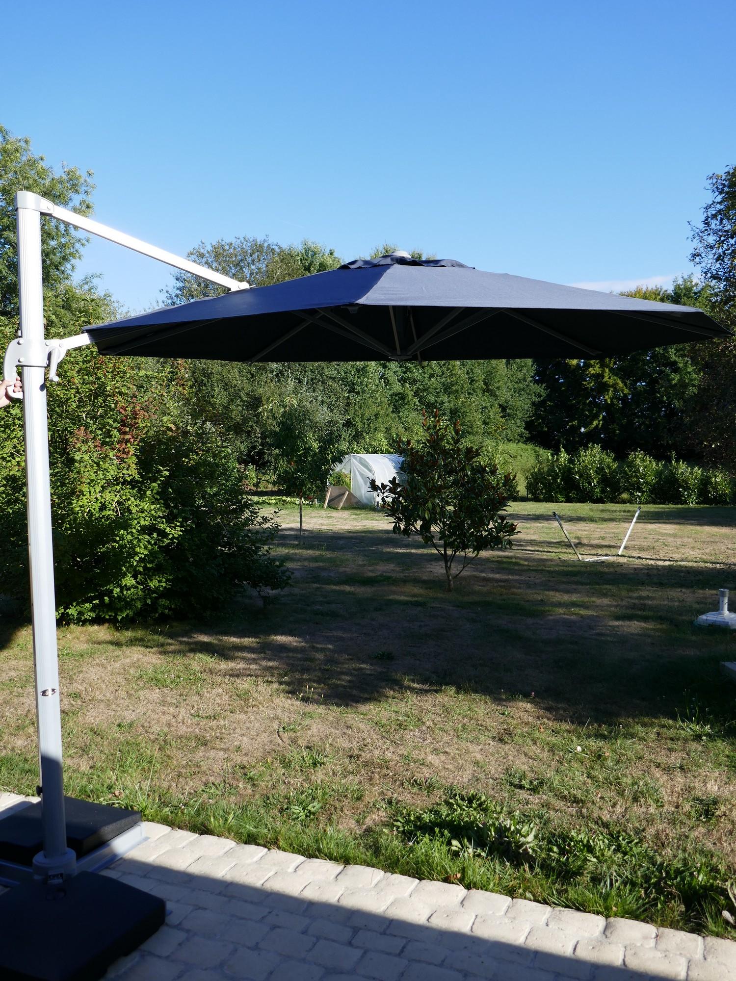 EasyWind, le parasol à l'abri du vent